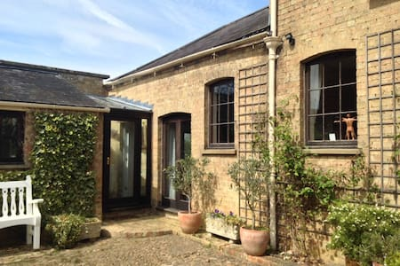 Relaxed Comfortable Coach House - Cambridgeshire