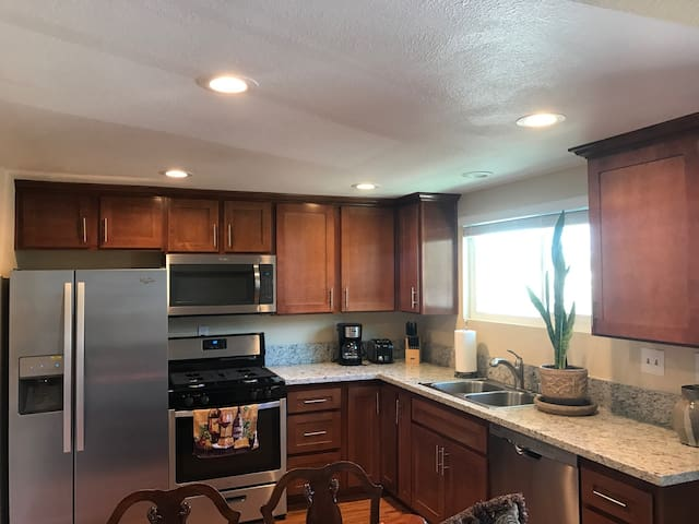 4PLEX 2 miles to the Beach!! - Costa Mesa - Overig