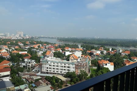 Bright room, beautiful river view, 10 min from D1.