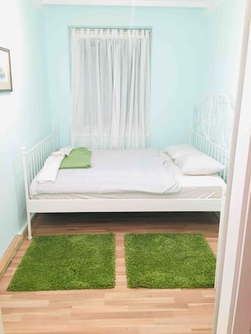 Sweet room, near Belvadere and City Centar