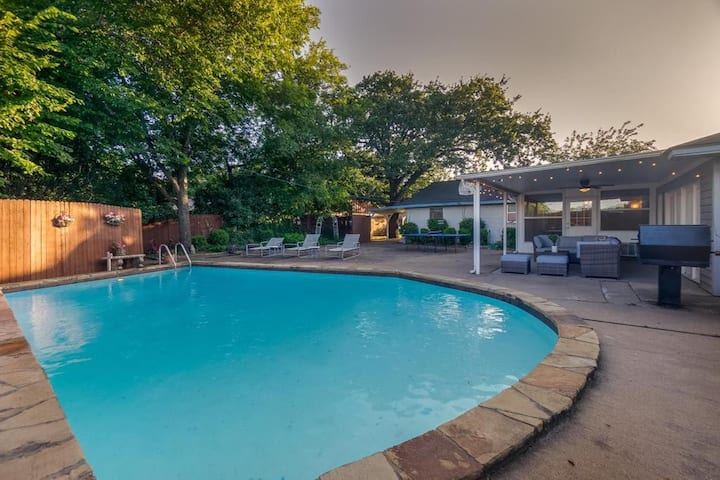 Ideal Luxurious Grand Home & POOL for Groups