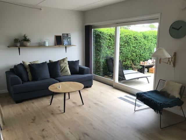 Lækkert rækkehus i sommerhusområde udlejes!