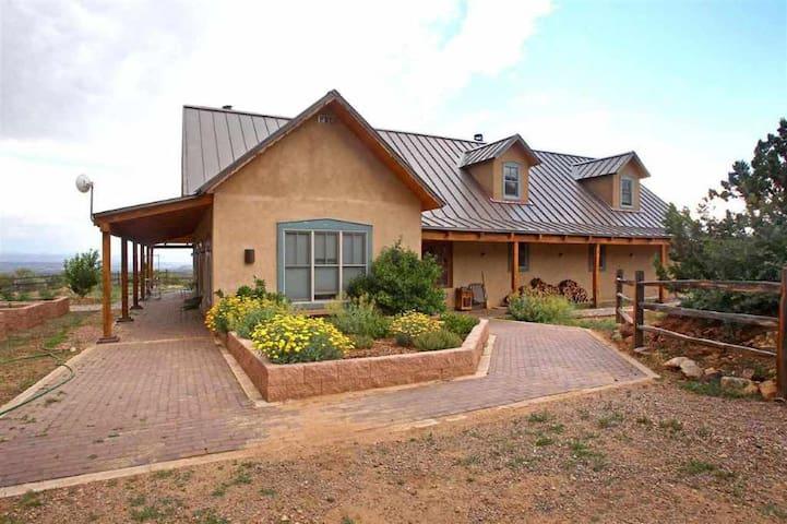 South of Santa Fe - Epic Mountaintop Estate VIEWS