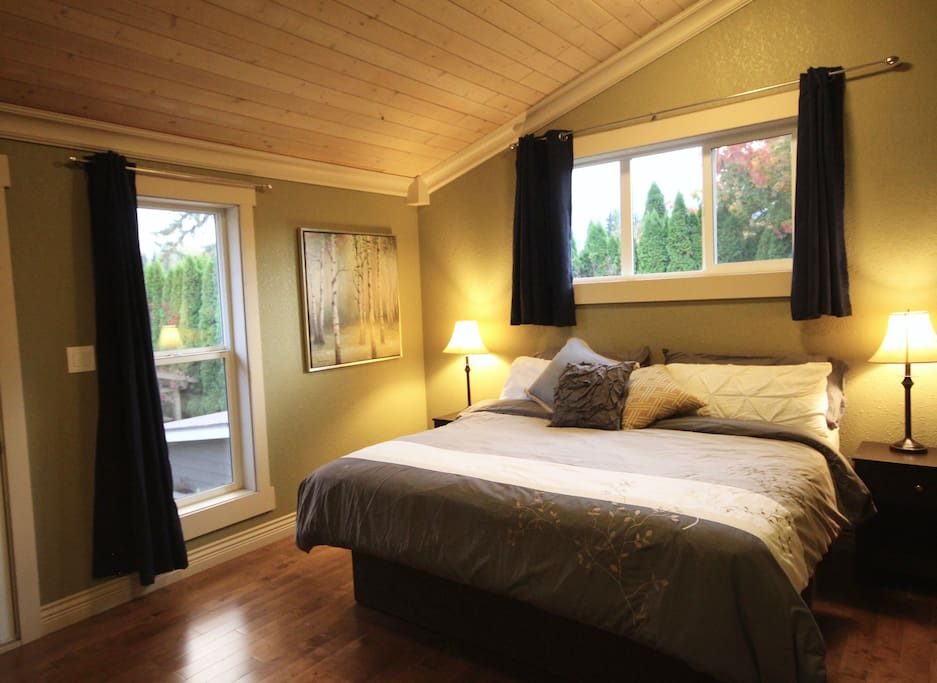 Spacious Master King Bedroom on 2nd level with walk-in closet and Fiber Optik TV.