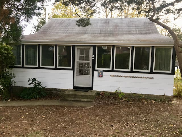 Beautiful cottage close to beach and Sag Harbor