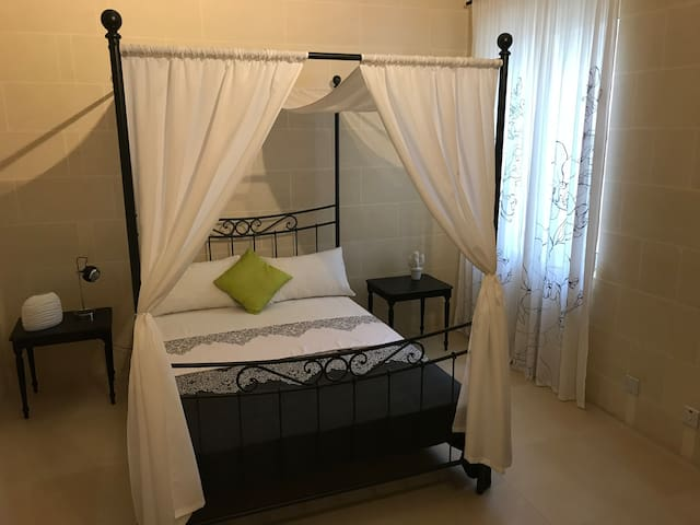 Lovely double bedroom in heart of GOZO
