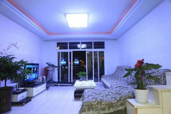 嘉陵江畔两居室