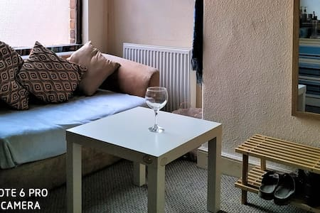 Quiet room close to city center. Hoole. Chester