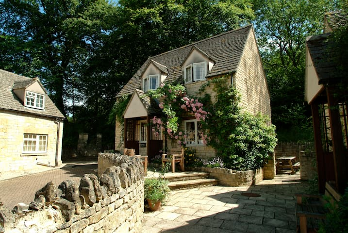 Emma Dent cottage.  Sleeps 5 - Winchcombe - Ev
