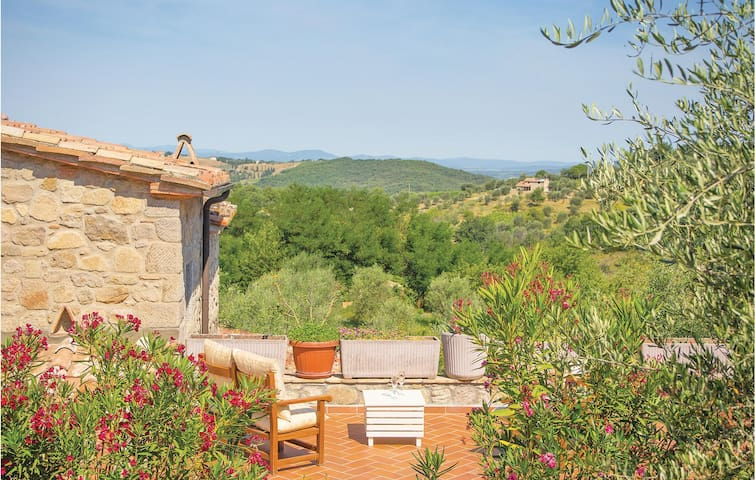 Holiday cottage with 2 bedrooms on 110m² in Seggiano GR