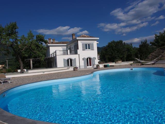Villa Folías - Melizzano - Villa