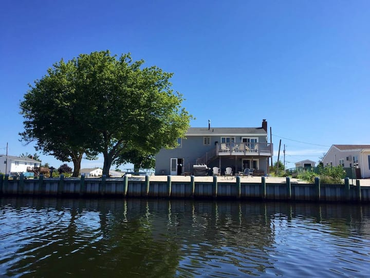 Barnegat Bay Waterfront Summer Paradise with Dock