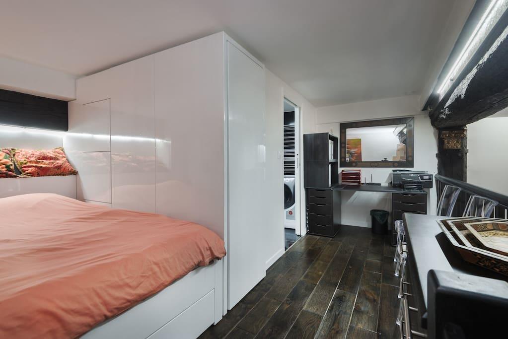 Queen size bed 160x200 cms. office, Espace De travail et lit 160 x  200
