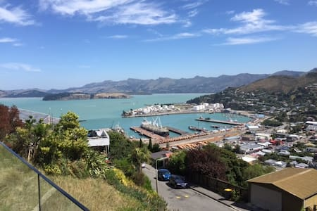 Sun drenched harbour views. - Lyttelton - 獨棟