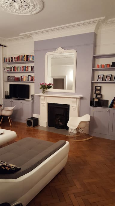 Living: bookshelves, fireplace