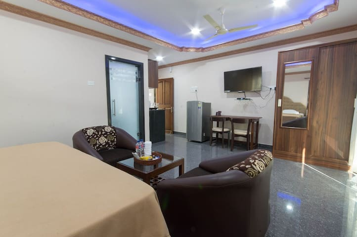 Clean big Apartment 2 -Candolim beach 7 mins walk