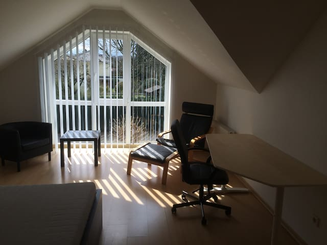 Sunny, quiet room with double bed and kitchen