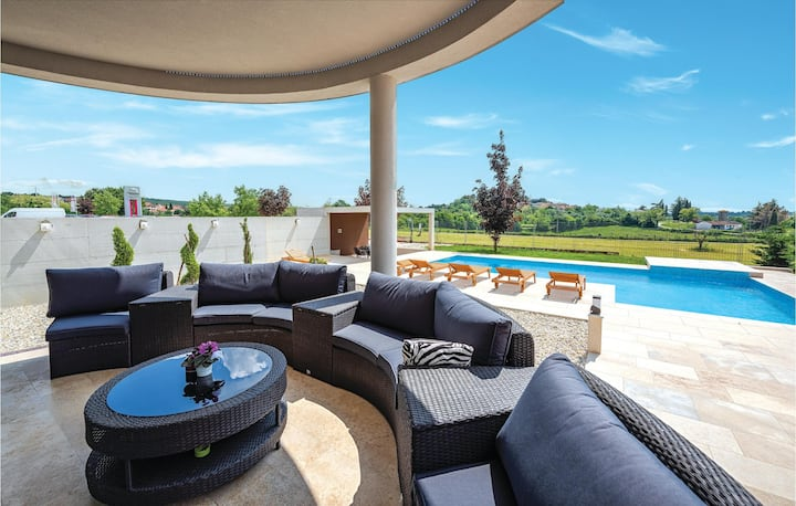 Stunning home in Zminj with WiFi and 5 Bedrooms