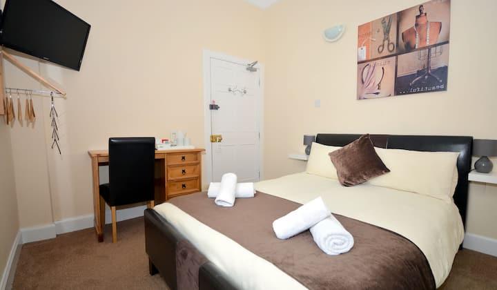 En-suite Double Room in the heart of Lerwick