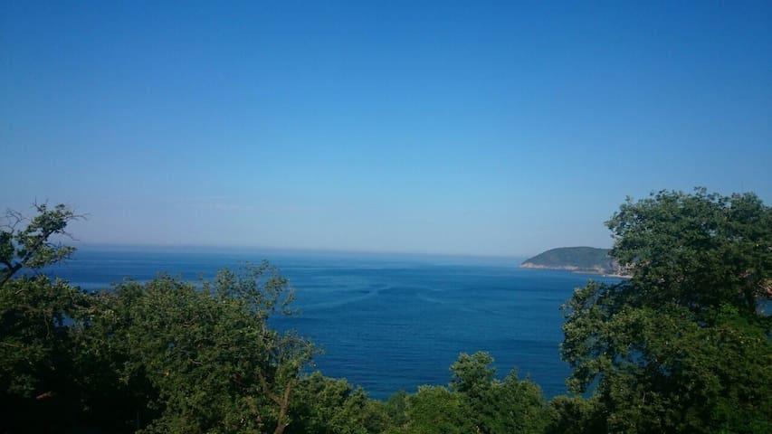 Потрясающий вид на море, 7мин. пляж - Сутоморе - Daire
