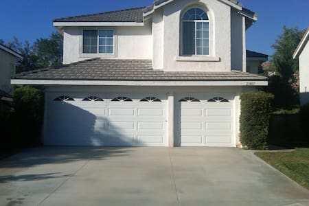 "Great ""Awesometown"" family home - Santa Clarita"