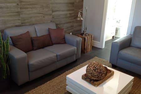 GUEST HOUSE - LUXURY - VANCOUVER - Richmond - Cabin