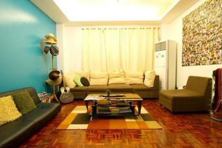 #1 Backpackers Joint in Manila - Makati - Bed & Breakfast