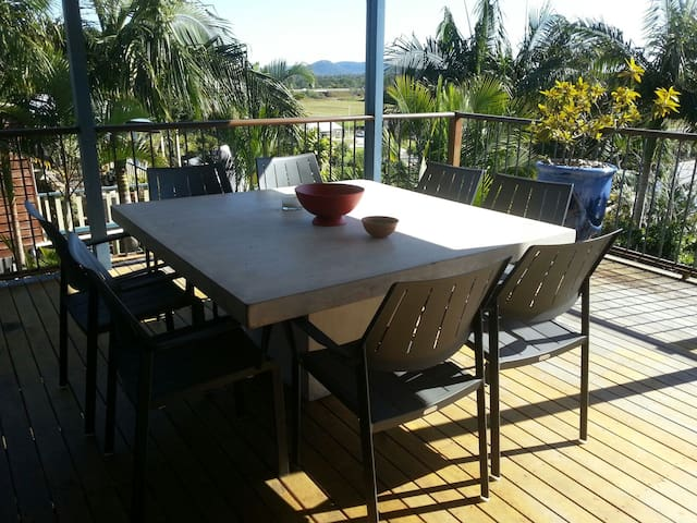 Open living with a Beautiful View - Coolum Beach - Apartment