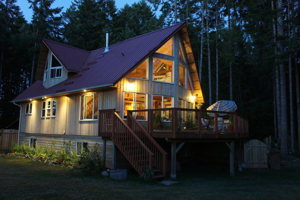 private 5 acres next to large park h user zur miete in gabriola british columbia kanada. Black Bedroom Furniture Sets. Home Design Ideas