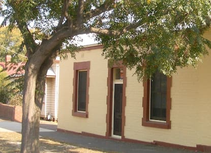 Cosy cottage close to city centre - Bendigo - Dom