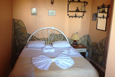single bed single room for singles - Selçuk - Villa