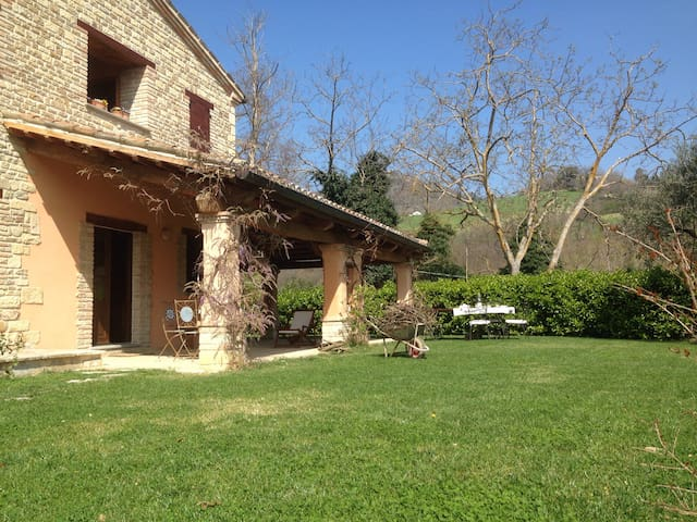 Splendida villa immersa in collina - Montefelcino - บ้าน