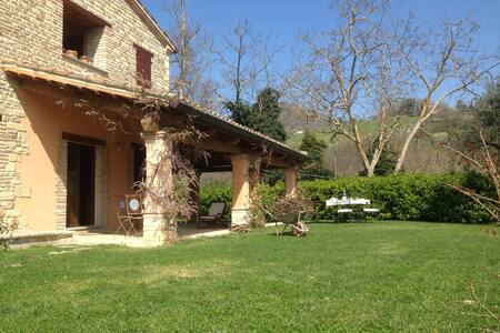 Splendida villa immersa in collina - Montefelcino - 獨棟