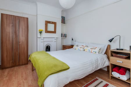 Cosy double bedroom. Southville