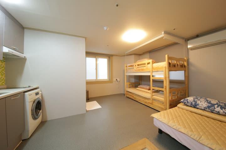 Familie Guesthouse Busan station Triple room
