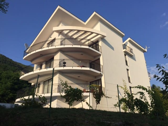 White House Kumbor - Bay of Kotor with pool - Kumbor - Apartamento