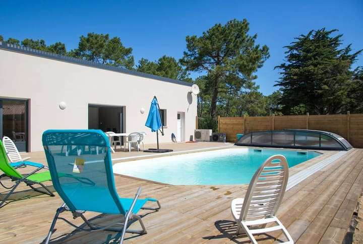Villa with 3 bedrooms in Saint-Jean-de-Monts, with private pool, enclosed garden and WiFi