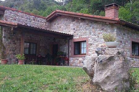 SITIO TRANQUILO, CENTRICO Y SOLEADO - Oriente de Asturias - บ้าน