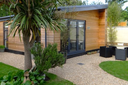 Self Contained Modern Garden Studio - Chichester - Cabane