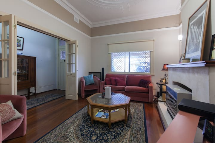 Charming South Perth cottage - 10 to 40% Discount!