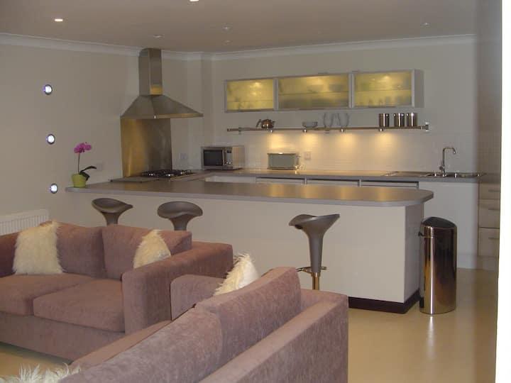 Aaron Glen Apartments