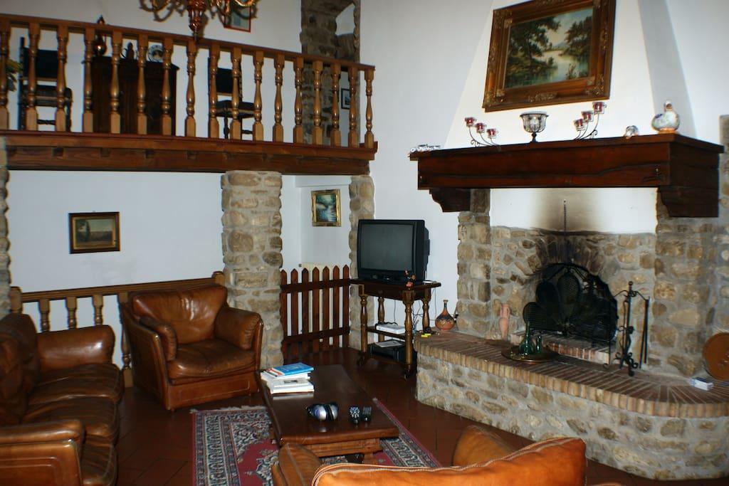 Salone appartamento (IL PINO)