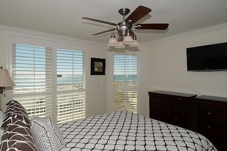 Bare Foot Bungalow  Sea Dunes 104A   Crabby's Treasure Chest - Okaloosa Island