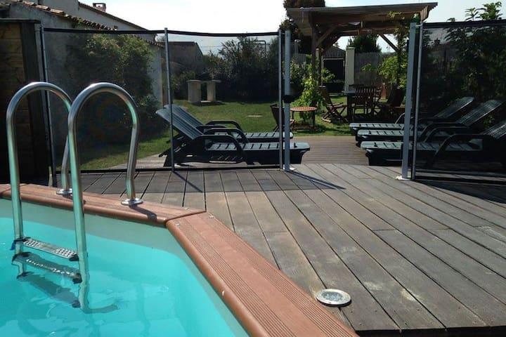 """Gîte de l'abbaye"" avec piscine, 4 chambres, bbq"