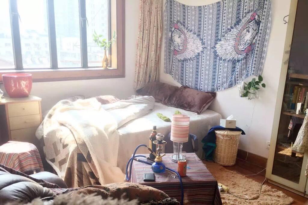 This is how my room looks like房间