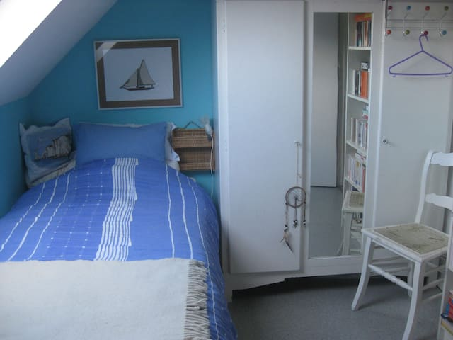 Comfortable guest room in family house - Villers-la-Ville - Hus