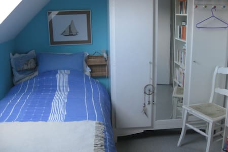 Comfortable guest room in family house - Villers-la-Ville - Haus