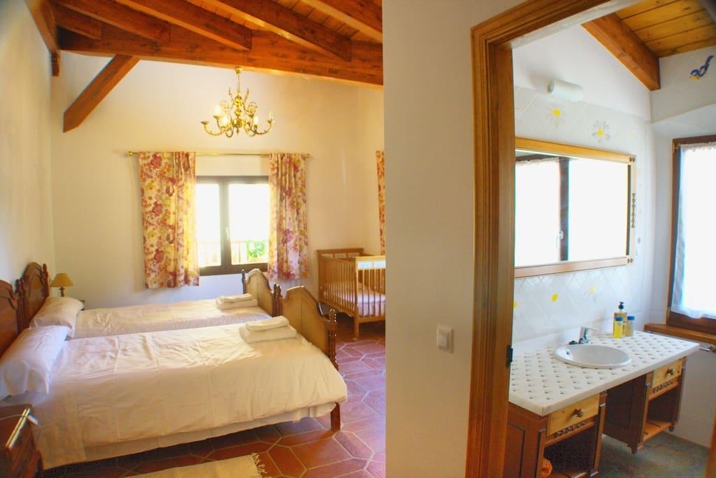 Alquiler mensual de habitaciones margarita chalets en for Alquiler de habitaciones en madrid