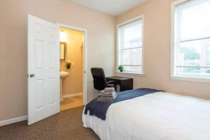 1bd room with private bathroom in 3b2b aptmt