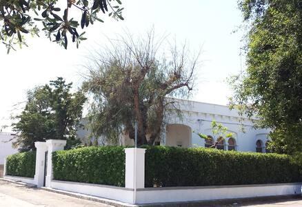 Villa per gruppi al mare Ostuni Puglia.CHIAMA ORA - Villa